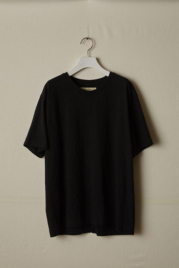 T002-02_black